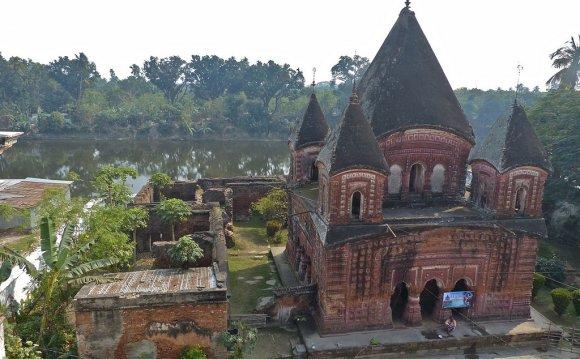 Храм украшен великолепными