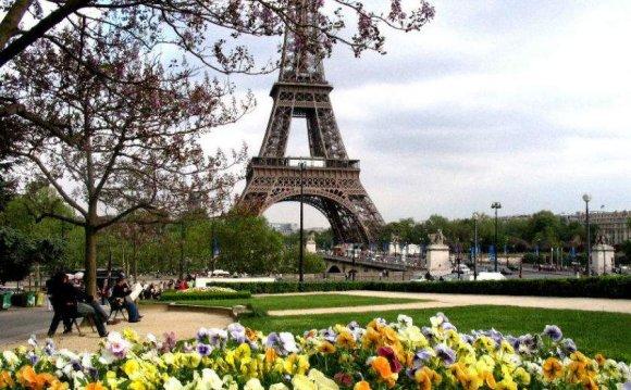 Париж весной. Фото