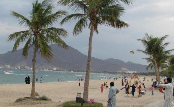 Вид на пляж Шарджи